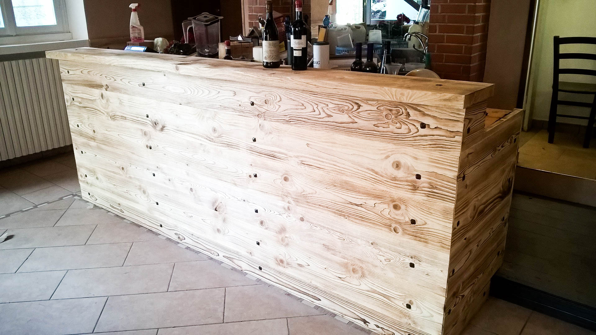 Bancone In Legno Costruito Artigianalmente : Tavolo rustico in legno. fuori porta di legno con ferro tavolo