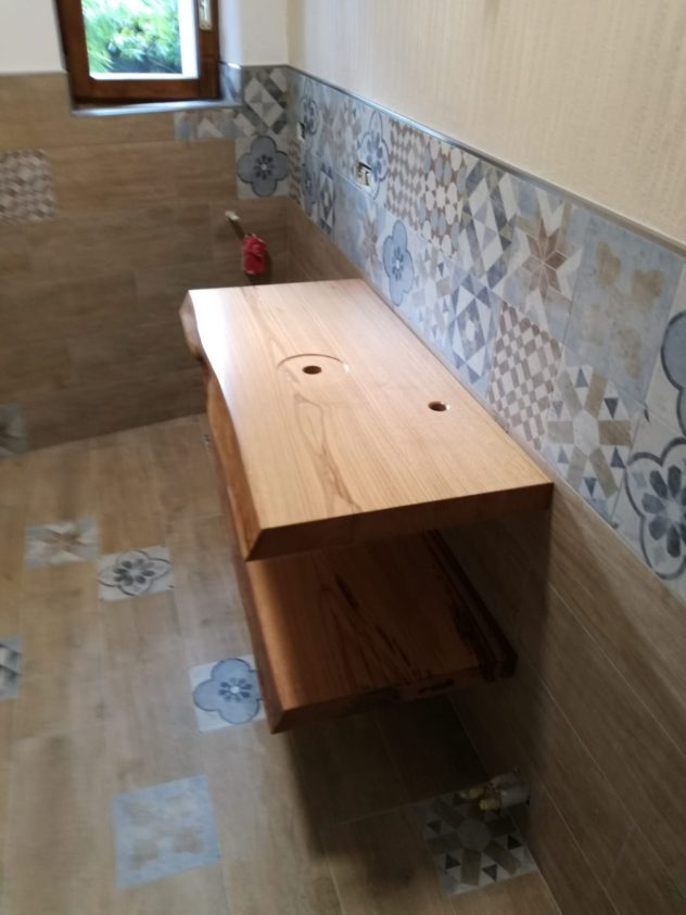 Complementi d'arredo in legno per negozi